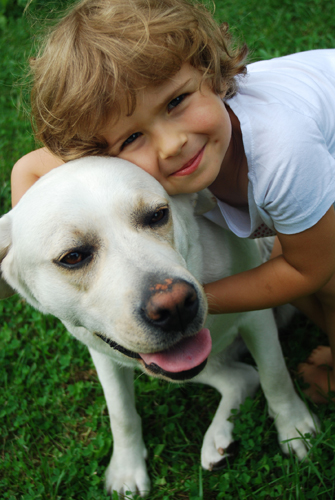 dog---child-with-yellow-lab